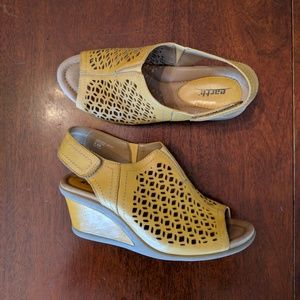 Earth Cascade leather wedge sandal - 7.5D (wide)